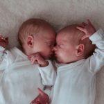 Tweeling newborn fotoshoot in Petten